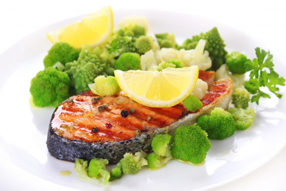 grilled-salmon-with-broccoli-1024x683.jpg