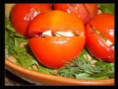 1345534740_marinovannye_pomidory_farshirovannye_chesnokom.jpg