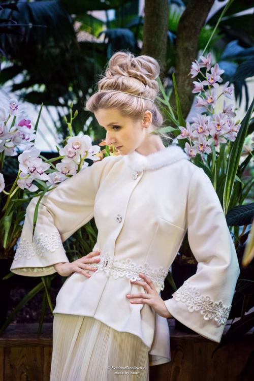 короткое белое пальто на свадьбу.jpg